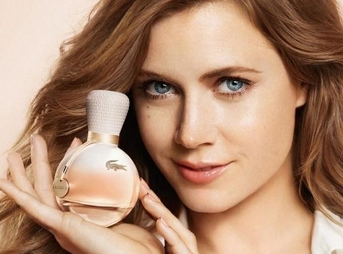 Beaute-Amy-Adams-decouvrez-les-coulisses-de-sa-pub-pour-le-parfum-eau-de-Lacoste_portrait_w674