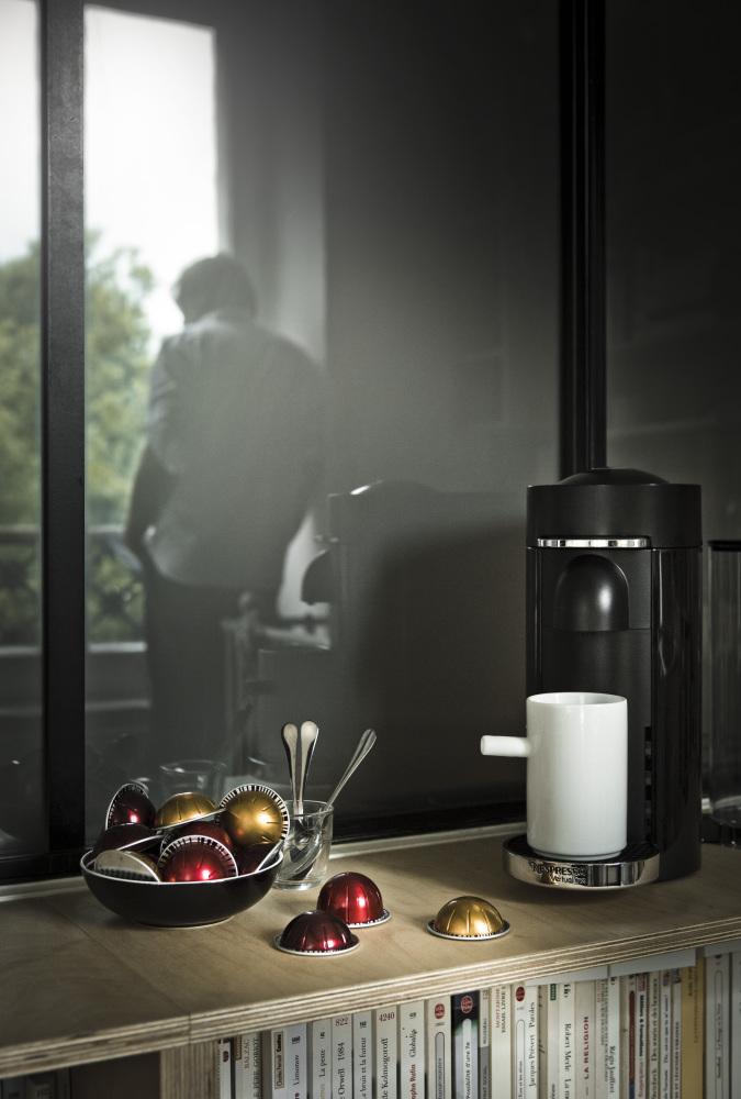 la nouvelle machine caf de nespresso la vertuo arrive trendyslemag. Black Bedroom Furniture Sets. Home Design Ideas
