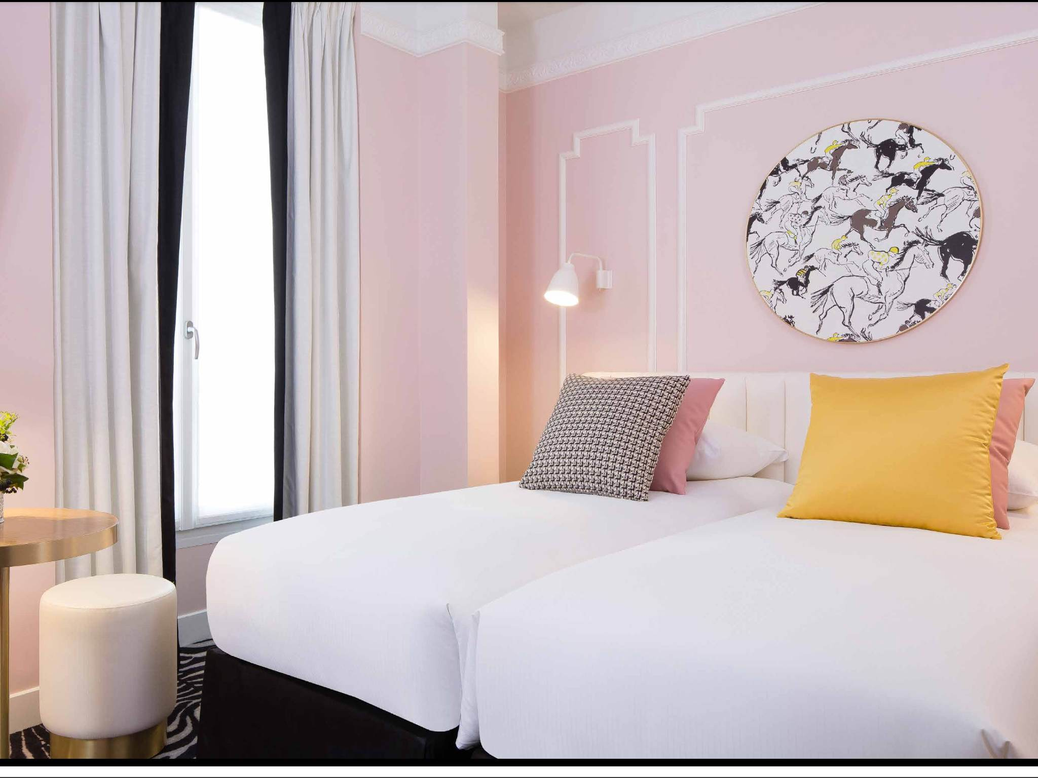 voyage une nuit de luxe l hotel pastel paris. Black Bedroom Furniture Sets. Home Design Ideas